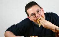 غذا خوردن با سرعت زیاد اینگونه قلب و مغزتان را بیمار میکند!